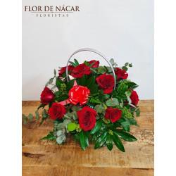 Cesta de 10 Rosas Rojas Emoción
